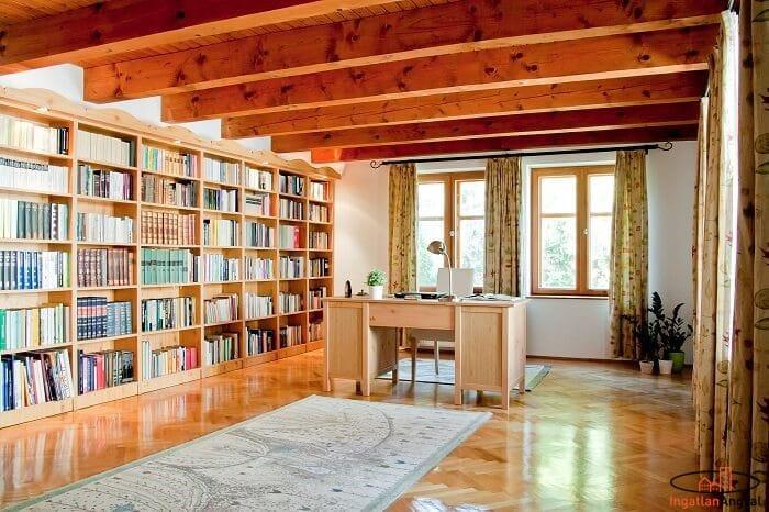 könyvtárszoba íróasztallal