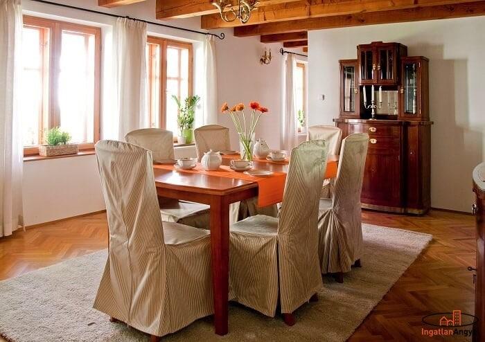 ebédlő megterített asztallal