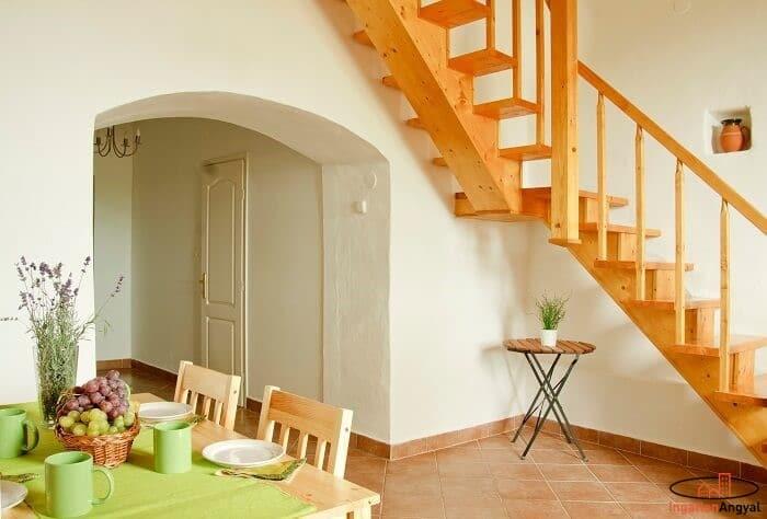 balatoni nyaraló alsó szint lépcsővel