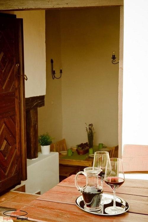 balatoni nyaraló bejárat boros hangulattal
