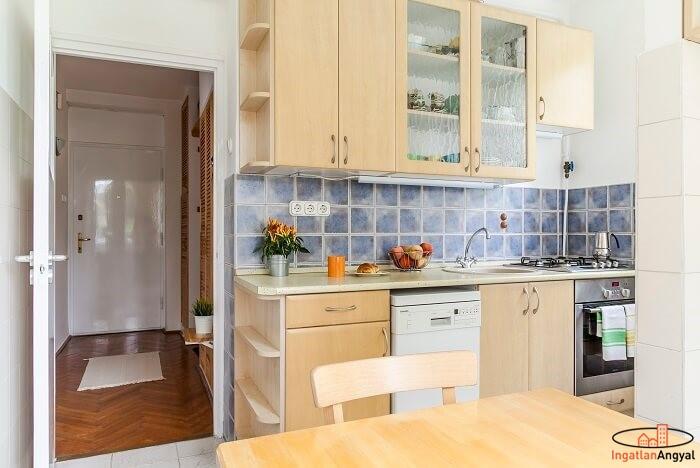 rózsadombi lakás konyha és előszoba